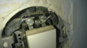 hliníkové drôty v spínači